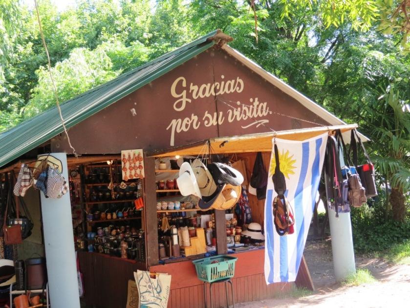 Feria Artesanal Colonia Uruguay
