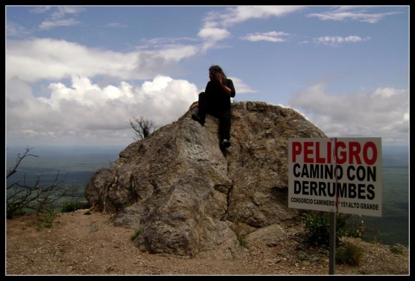 CAMINO CON DERRUMBES