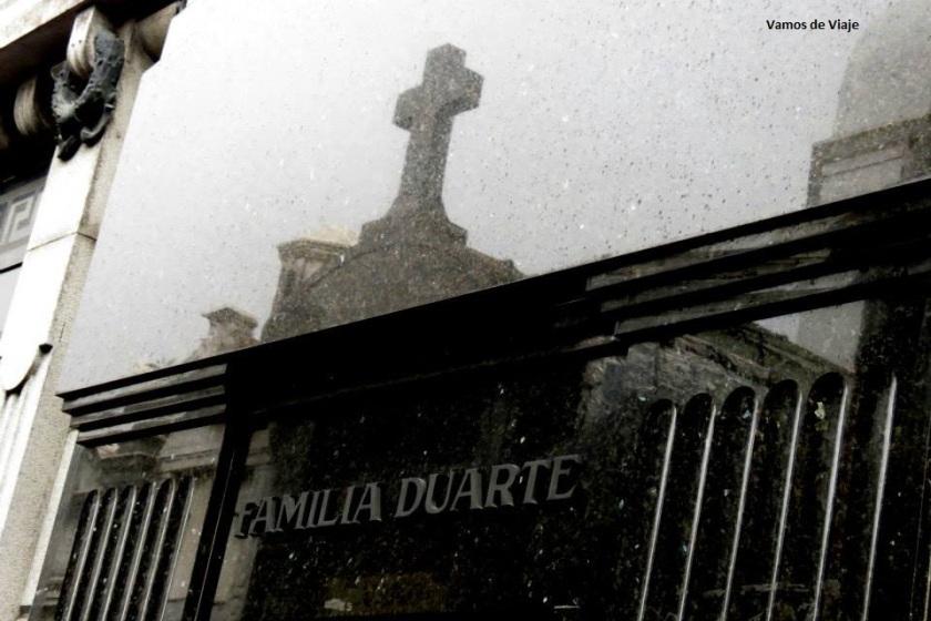 familia duarte en el cementerio de la recoleta